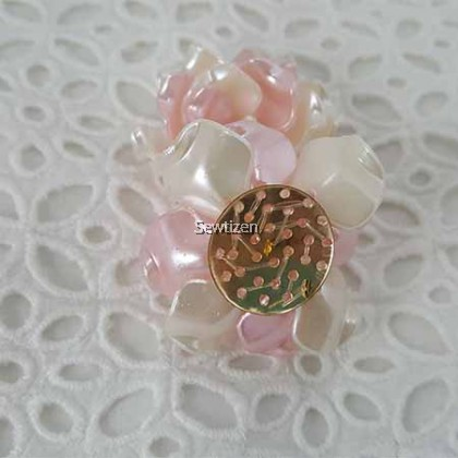 EMBELLISHMENT SHELL FLOWER PINK WITH PEARL